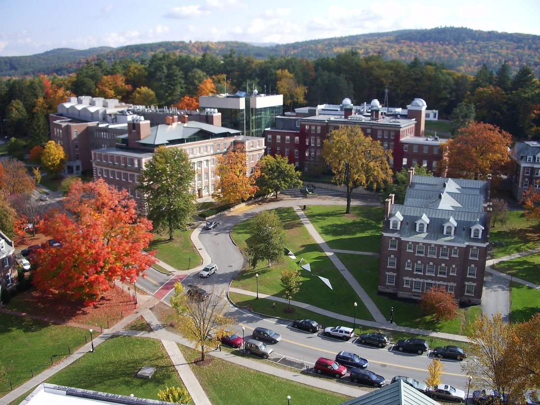 2048px-dartmouth_college_campus_2007-10-20_09.jpg